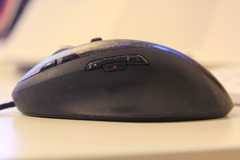 Logitech G500 side view
